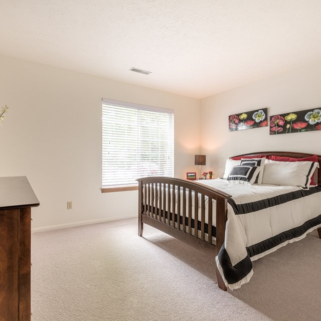 Apartment Hunters: Hunters Hollow Strongsville Apartments